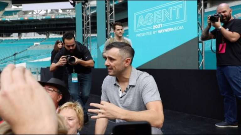 "Vaynerheads Re-up on Instagram, Facebook Hacks at 2019 ""Agent2021"" Conference"