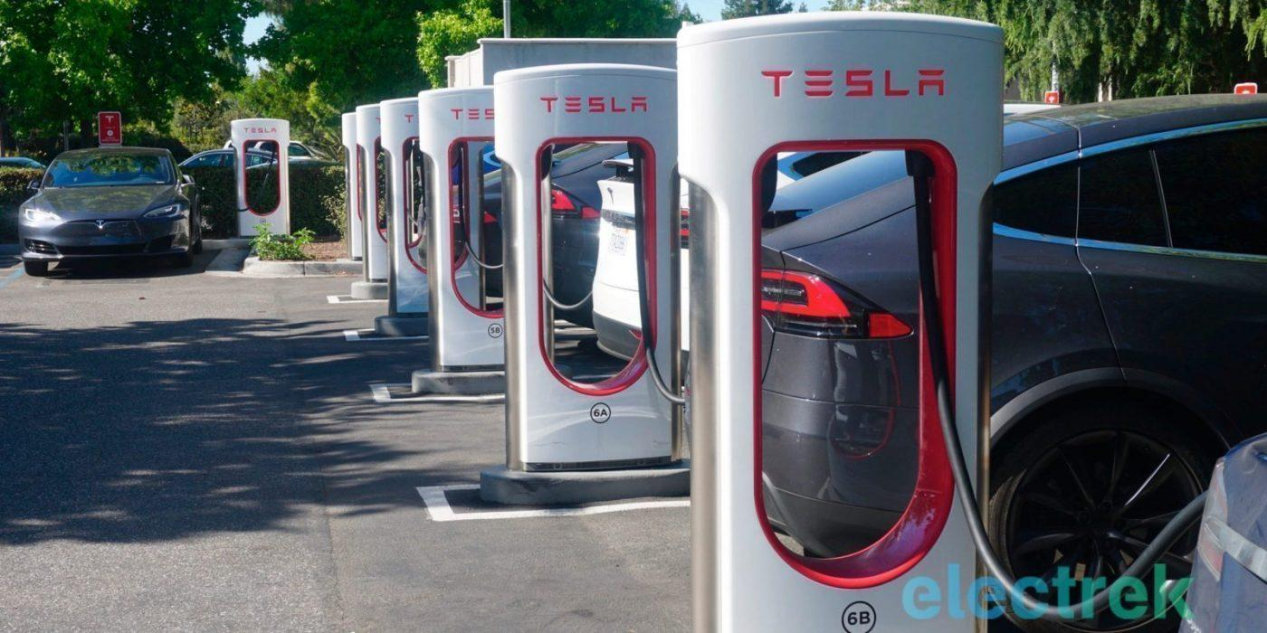 Tesla offers free supercharging