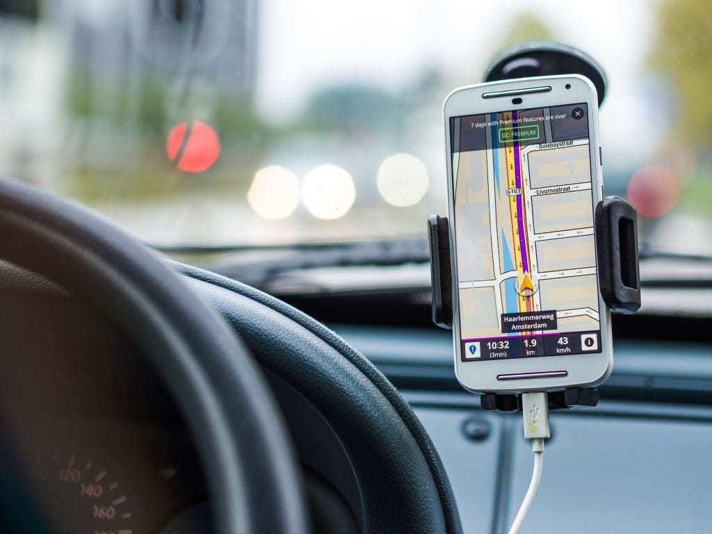 GD explores Google Maps and Waze