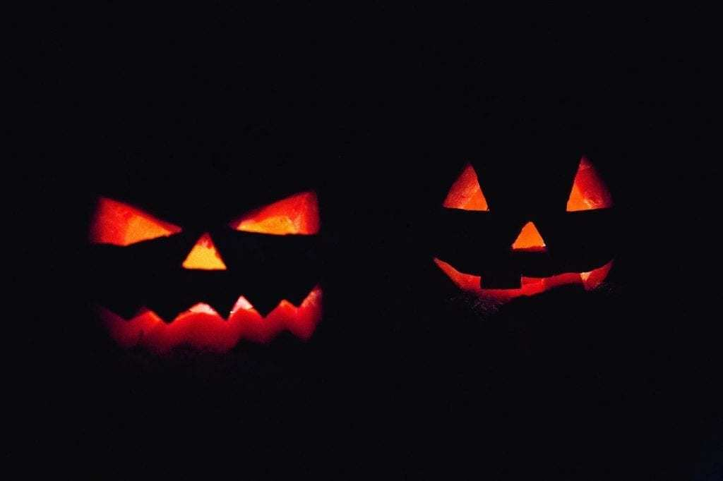 2 Jack-o-lanterns cover for the scariest books intro