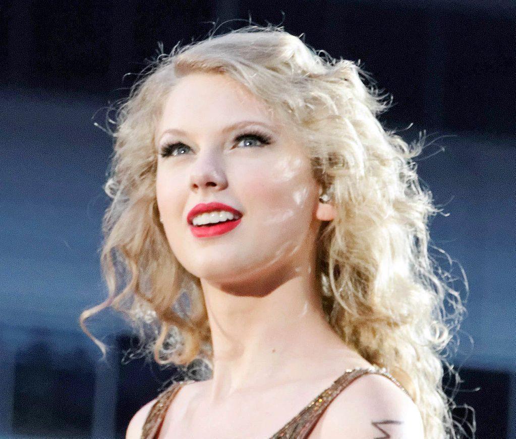 "Taylor Swift ""Christmas Tree Farm"""
