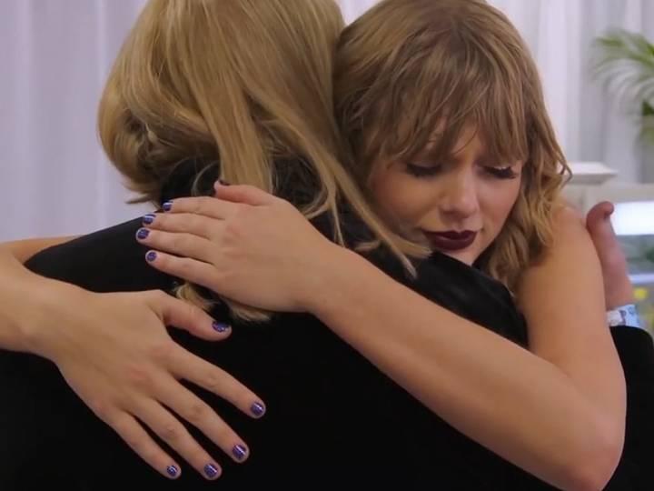 Taylor Swift Reveals Mom Andrea Swift Has A Brain Tumor