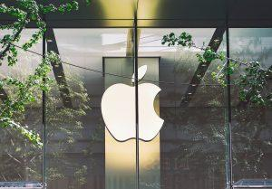 apple closes more stores