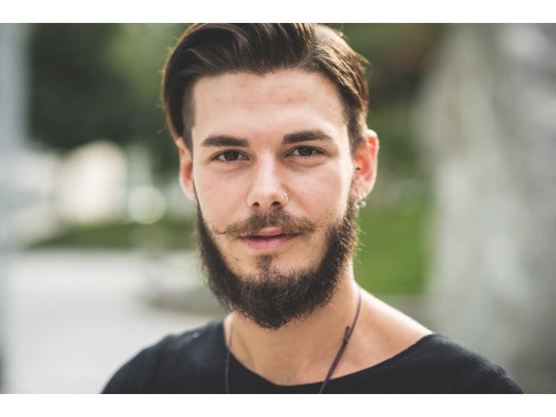beard comb with well groomed beard